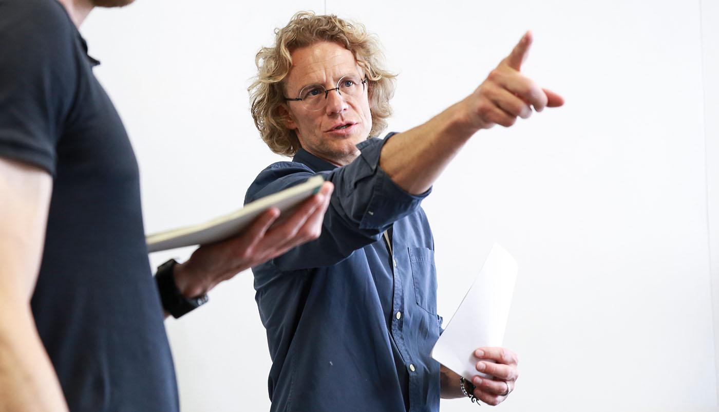 Stefan Klameth gibt Regieanweisungen